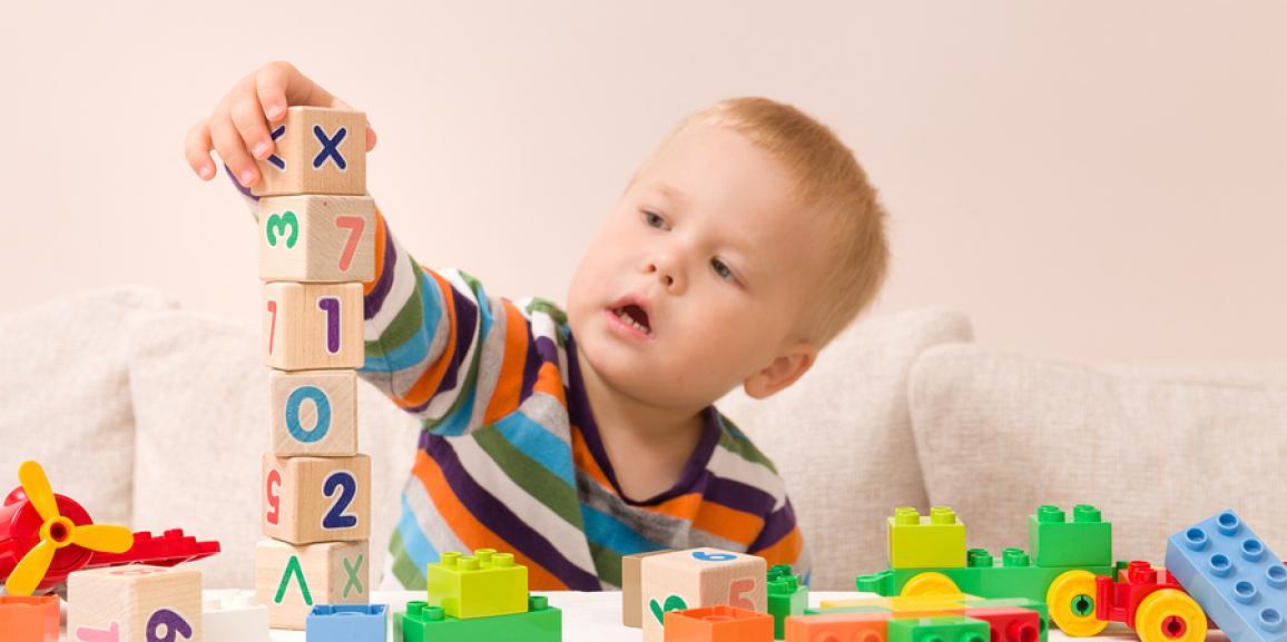 Holzspielzeug für Kinder und Babys
